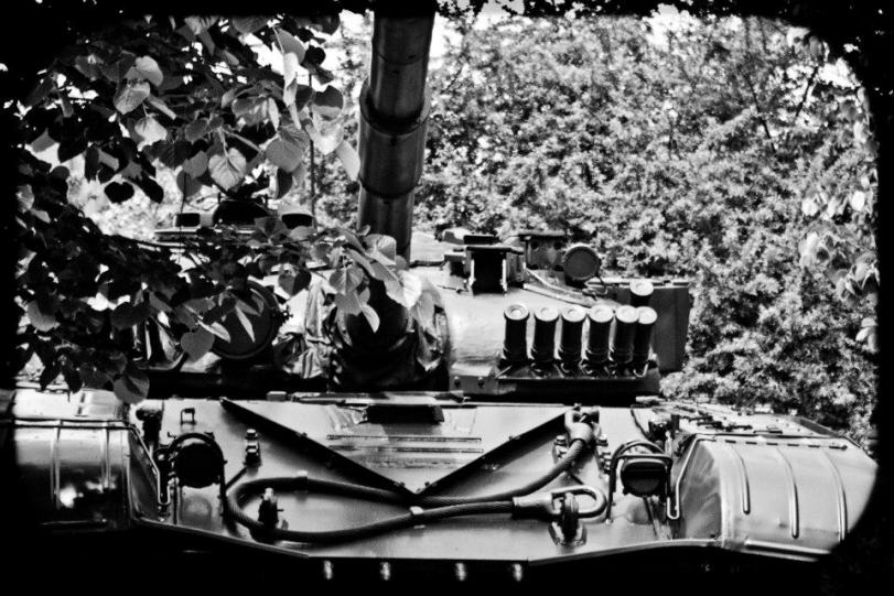 Т-55 е танк, който е на въоръжение в близо 60 държави по света.  С инсталиранини сложни комплекти за модернизация е може би най-разпространения модел танк в световен мащаб. На снимката: Танк Т-55, модернизирана версия от 90-те години. Със 100 мм оръдие Д10Т и картечница 7,62 мм за основно въоръжение, плюс малък ракетен комплекс на борда си подобен танк практически може да се счете за универсална бойна машина, която по показатели не отстъпва на танковете от последно поколение.