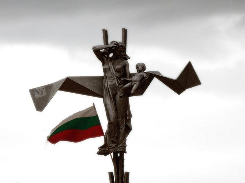 Паметника на жертвите на протурския тероризъм в България, намиращ се на гара Буново