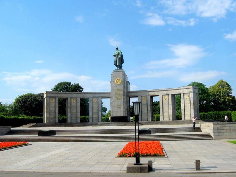 """Паметника на Съветстката армия в """"Трептовпарк"""" Берлин"""