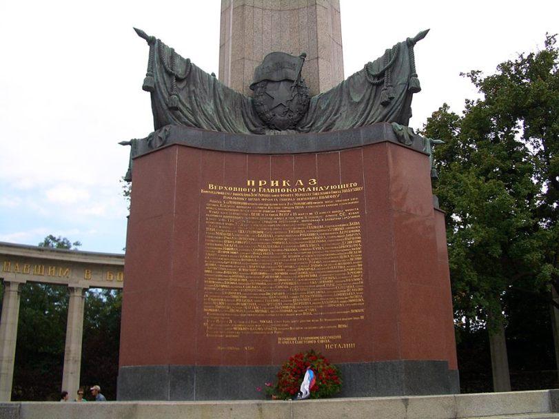 Паметника на Съветската армия във Виена, Паметникът е издигнат по силата на международно споразумение.