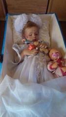 Това не е от Париж. Момиченцето е още една от жертвите в Одеса...За нея също мълчахте.ЗАЩО???
