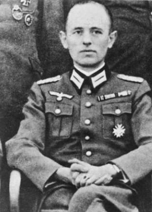 Противно на твърдението, че Степан Бандера е затворник в германския концлагер Заксенхаузен до декември 1944 г., ако погледнем в Bundesarchiv, Bild 1832737-0001 ще видим, че той и други висши членове на ОУН, на които е предложено да присъединят към немските сили ОУН-Б и Украинска въстаническа армия като съюзници на Германия не са отхвърлили предложението.