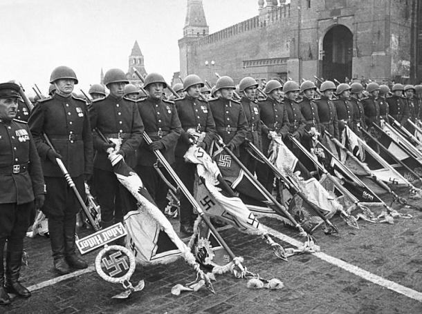 Първият Парад на победата на 24 юни 1945 г. на Червения площад